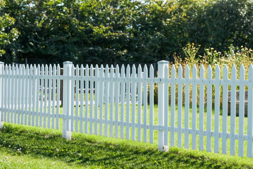 this picture shows sacramento fence pros project on picket fence installation