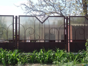 this image shows a security fence installation in sacramento